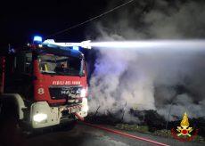 La Guida - Tre ore di lavoro per spegnere le sterpaglie a fuoco a Castelletto di Busca