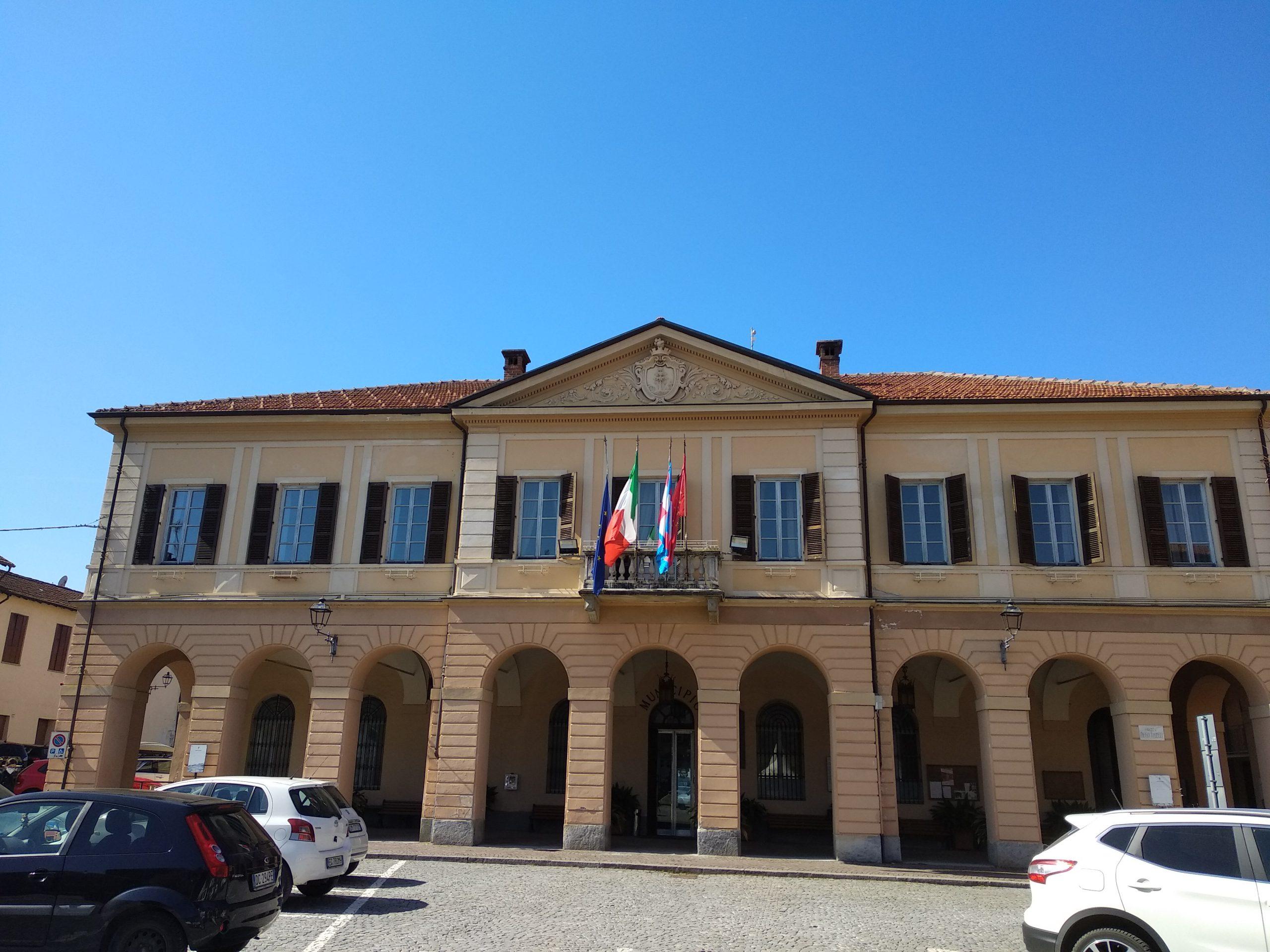 La facciata del municipio di Peveragno