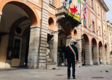 La Guida - A Cuneo bandiere a mezz'asta per le vittime del Covid