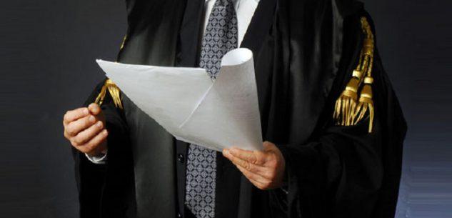 La Guida - Si presenta come avvocato per truffare coppia di pensionati