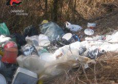 La Guida - Abbandonano 8 metri cubi di rifiuti in una scarpata, presi