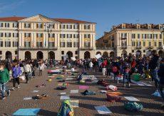La Guida - In piazza per tornare a scuola (video)