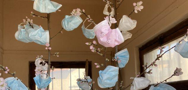 La Guida - Passatore, sull'albero degli auguri fioriscono le mascherine