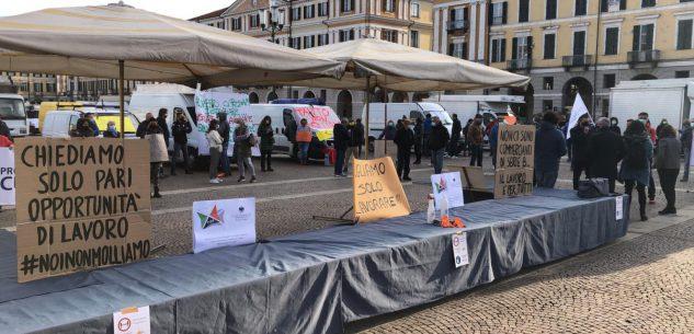 La Guida - Ambulanti in piazza contro chiusure e ristori