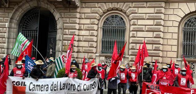 La Guida - A Cuneo la protesta dei lavoratori agricoli