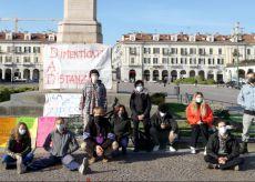 La Guida - Presidio di alunni e docenti in piazza Galimberti