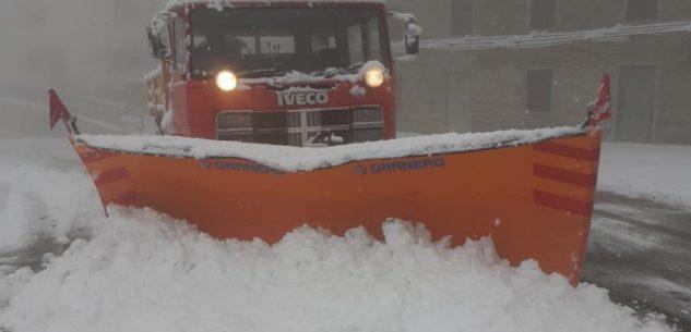 La Guida - Nevicate sulle strade di montagna, spartineve in azione