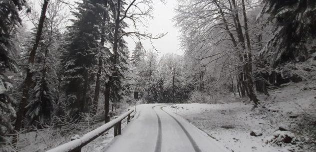 La Guida - È ritornata la neve sulle strade delle vallate cuneesi