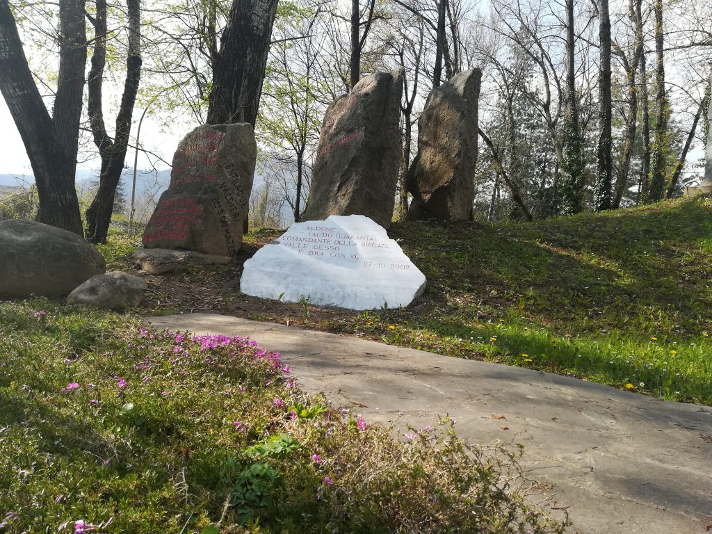 Pietre e lapidi al monumento di via Valdieri