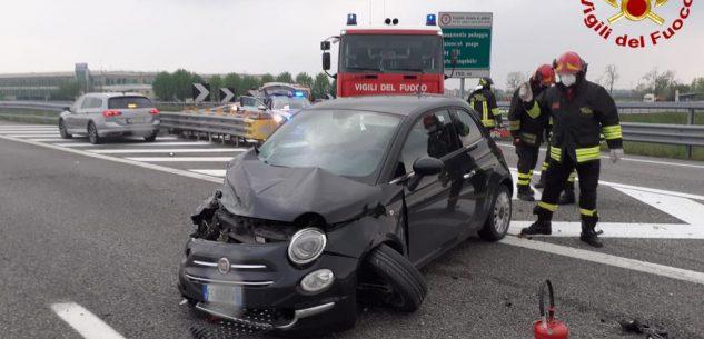 La Guida - Incidente tra due auto sulla Torino-Savona, quattro feriti