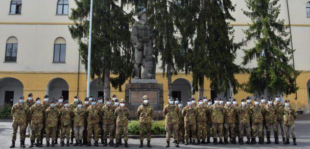 """La Guida - A Cuneo l'omaggio dell'Esercito alle """"penne nere"""" cadute"""