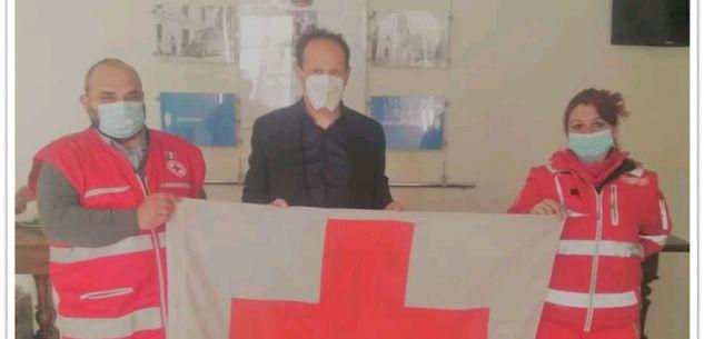 La Guida - Borgo, consegnata al sindaco la bandiera della Croce Rossa