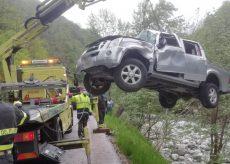 La Guida - Auto esce di strada e precipita nel torrente Corsaglia, due feriti