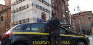 La Guida - Guanti, mascherine e termometri irregolari, maxi sequestro a Fossano