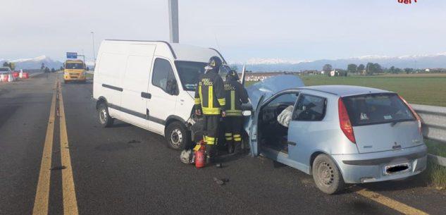 La Guida - Tre feriti in un incidente sulla tangenziale di Fossano