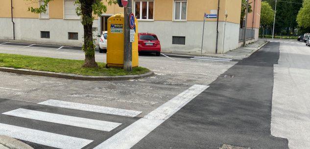 La Guida - Quella vernice sulle strade finita con parcheggi e strisce tracciate a metà