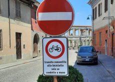 La Guida - Divieto per bici e monopattini nel centro di Costigliole