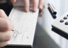 La Guida - Assegno clonato e prelievi di contanti, una donna a processo