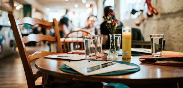 La Guida - Dal 1° giugno riaprono bar e ristoranti anche al chiuso