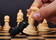 La Guida - Giocare a scacchi sulle panchine