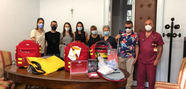 La Guida - I Leo Club donano zaini per l'emergenza all'Asl Cn1
