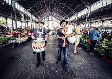 La Guida - La Grande Orchestra Occitana invade i mercati del Cuneese