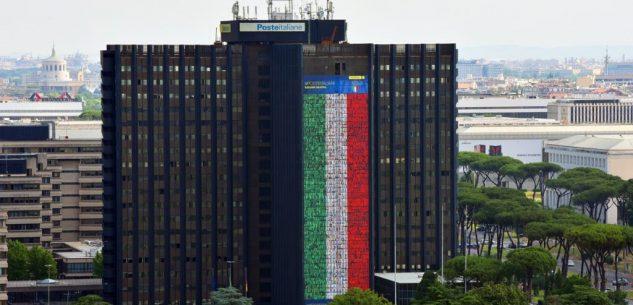 La Guida - Il volto di undici cuneesi sulla maxi-bandiera di Poste Italiane