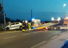 La Guida - Auto contro un palo della luce a Carrù