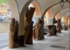 La Guida - Sampeyre, le statue degli animali spostate sotto i portici