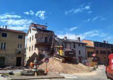 La Guida - A Boves demolizione edificio in centro