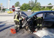 La Guida - Scontro auto-furgone all'imbocco dell'autostrada a Carrù
