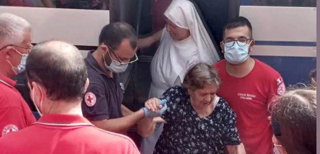 La Guida - Un volontario del comitato Cri di Mondovì nella Sardegna che brucia