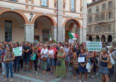 La Guida - In piazza a Cuneo contro il green pass obbligatorio