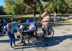 """La Guida - """"Col vento in faccia"""" quando la bicicletta è proprio per tutti (video)"""