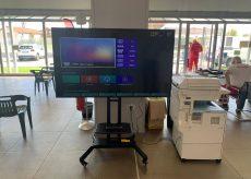 La Guida - Otto monitor per i centri vaccinali donati dalla Merlo Spa