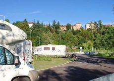 La Guida - Cuneo premiata con la bandiera gialla Act per l'area camper al Parco fluviale