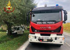La Guida - Soccorsi a un ferito, contro un albero sulla strada tra Boves e Peveragno