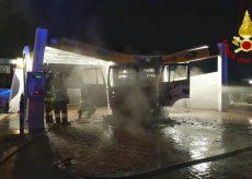 La Guida - Camion in fiamme in un autolavaggio a Montà d'Alba