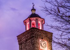 La Guida - Busca, la torre della Rossa illuminata di rosa