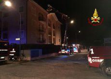 La Guida - Savigliano, a fuoco il tetto di una palazzina